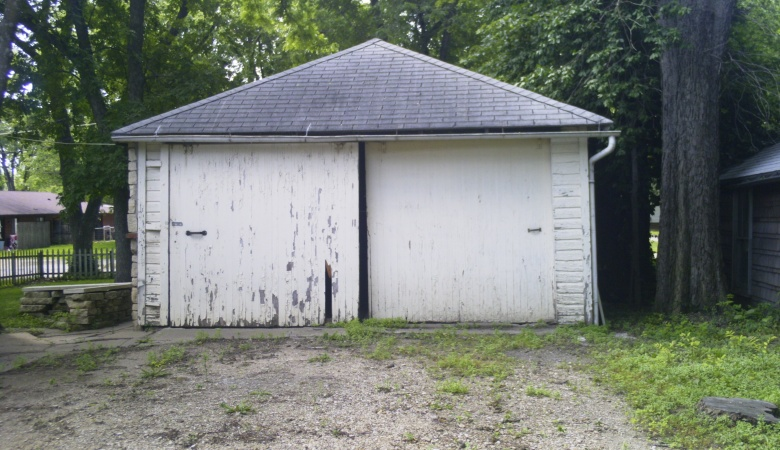 1519 Poyntz - Garage front